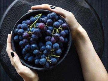 How long do Grapes last in the fridge?